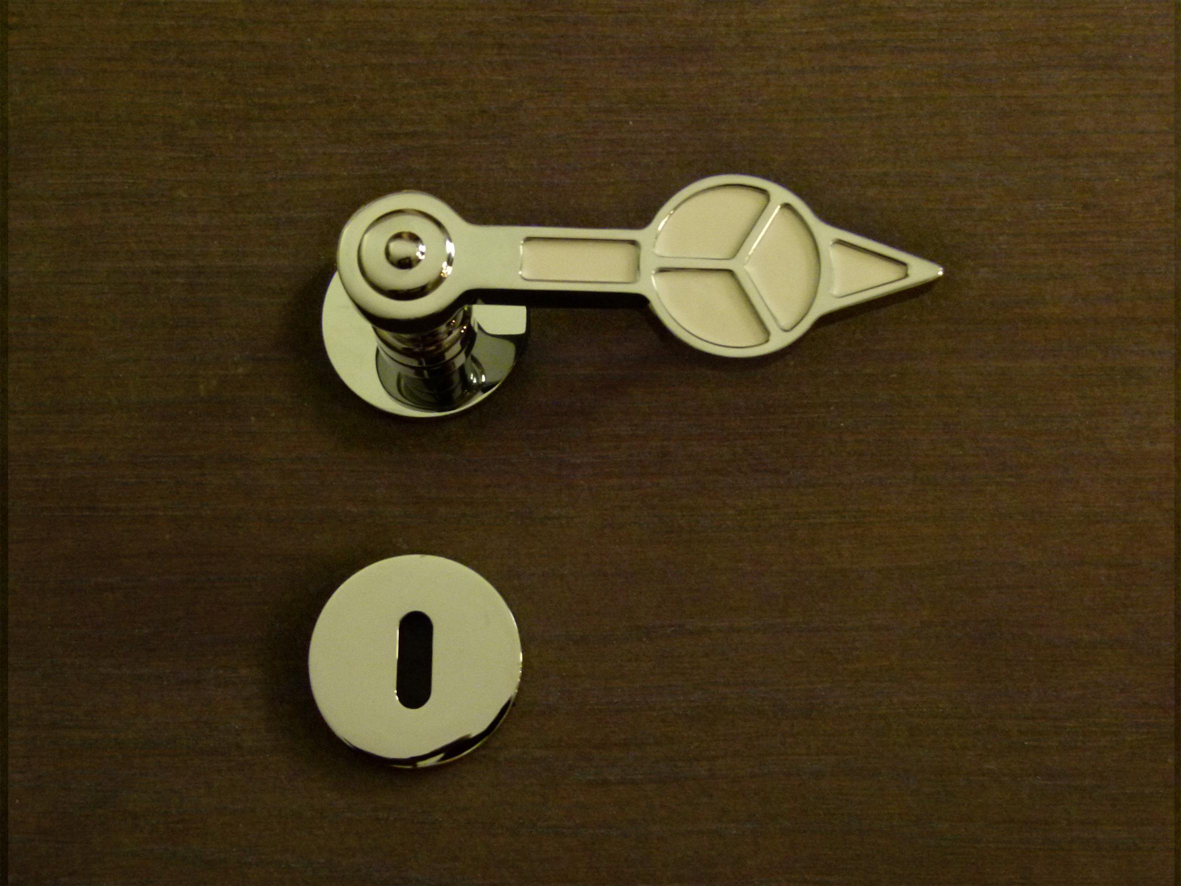 Scegli la maniglia con stile, aggiungi un tocco senza tempo alla tua casa.  Scegli USHAK GMT.